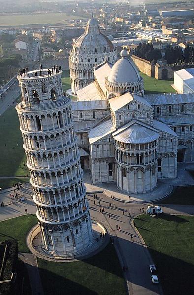 pasviręs Pizos bokštas